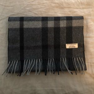 Accessories - BURBERRY Scarf: black and grey plaid